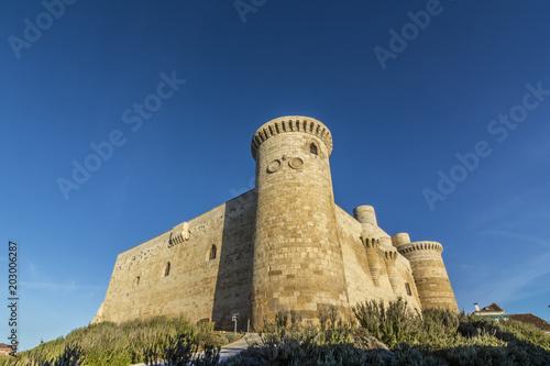 Castillo de Fuentes de Valpero en Palencia España en un día soleado