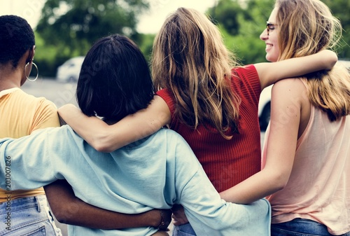 Rear view of a group of diverse woman friends walking together Fototapet