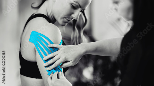 Fotografía  Shoulder Treatment With Blue Kinesiology Tape