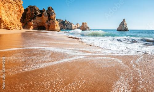 Foto op Plexiglas Strand beautiful sea view with secret sandy beach among rocks and cliffs in Algarve, Portugal