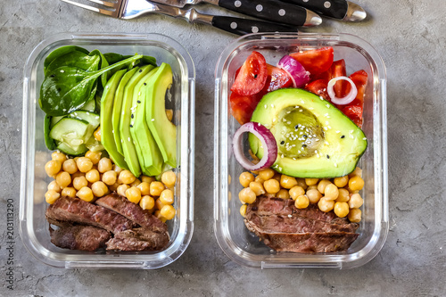 Photo sur Aluminium Assortiment Healthy meal prep containers with chickpeas, goose meat