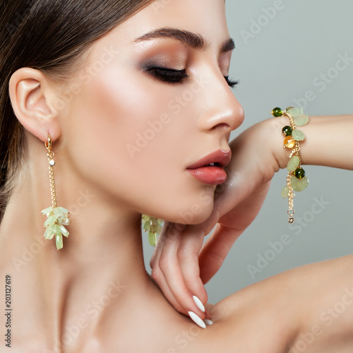 Foto Beautiful Woman Face Closeup Portrait