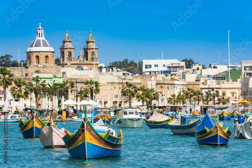 Poster de jardin Europe Méditérranéenne Vibrant fiherman boats in Malta