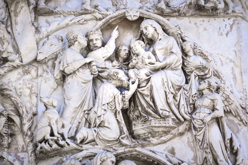 Detail of the facade of the Duomo of Orvieto, Italy Fototapet