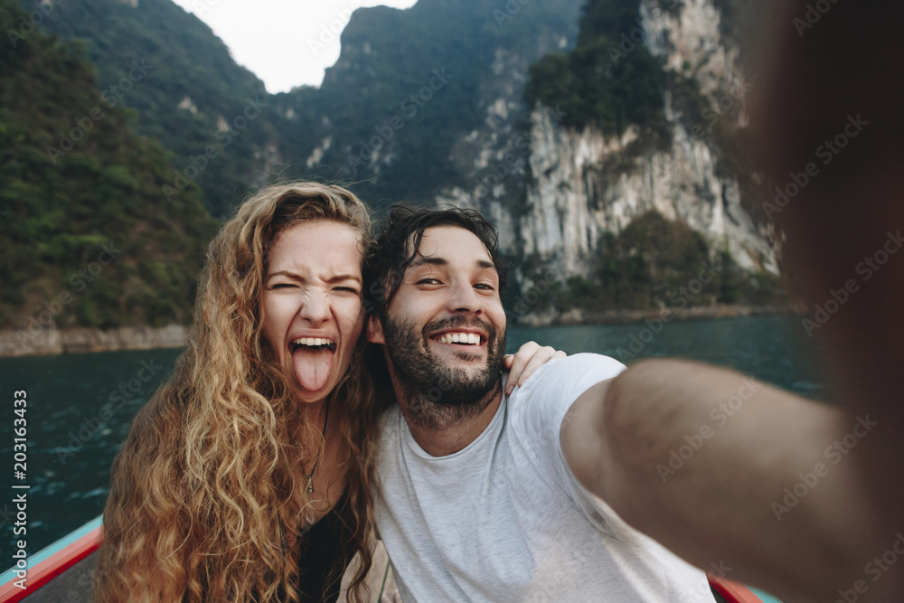 Fototapety, obrazy: Couple taking selfie on a longtail boat