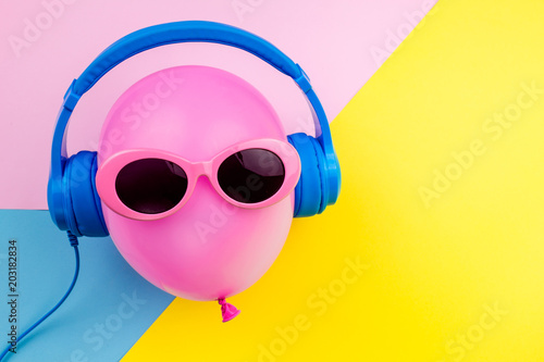 Papiers peints Magasin de musique pink air balloon on colorful background, Bright Summer Color, Tropical Fruit with Sunglasses, Creative Art concept. Minimal style,Hot Beach Vibes. Fun Party Mood