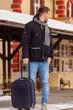 Junger Mann auf Reisen