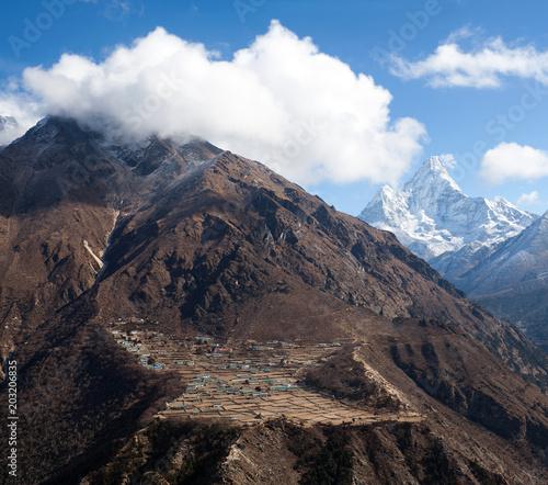 Papiers peints Lieu connus d Asie Phortse village on the way to Everest base camp, Khumbu, Sagarmatha, Nepal Himalayas