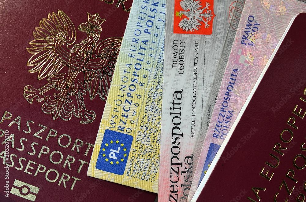 Fototapeta dokumenty paszport i pieniądze