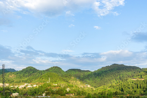 Foto op Canvas Blauwe hemel landscape in mountain