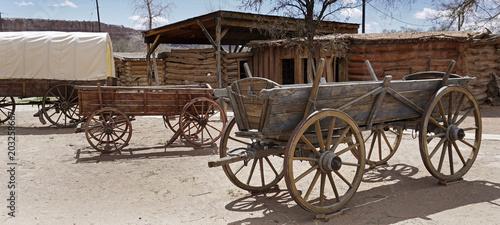 Fotobehang Indiërs Old pioneers wagon, Utah