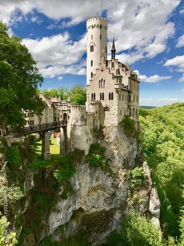 Foto auf Leinwand Schloss Schloss Lichtenstein in Honau/Reutlingen (Baden-Württemberg)