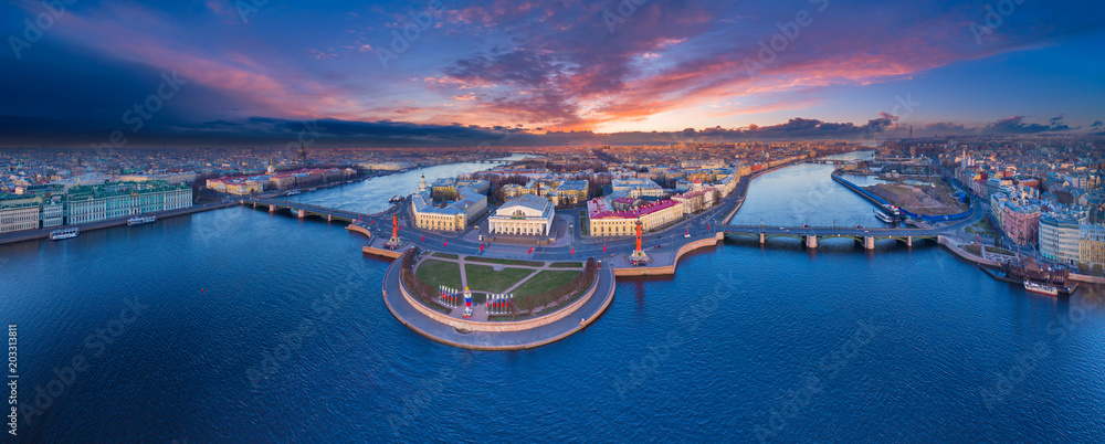 Fototapety, obrazy: Panorama of Saint-Petersburg. View of St. Petersburg. Vasilievsky Island. The Palace Bridge. Dawn over St. Petersburg. Panorama of Russia. Cities of Russia.