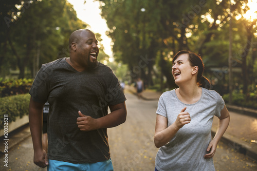 Man and woman running in park Fototapeta