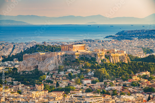 Montage in der Fensternische Athen Panoramic aerial view of Athens, Greece at summer day