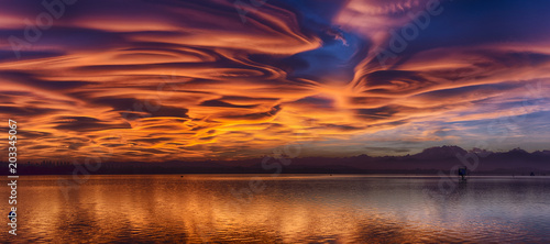 Valokuva Amazing lenticular clouds at the sunset