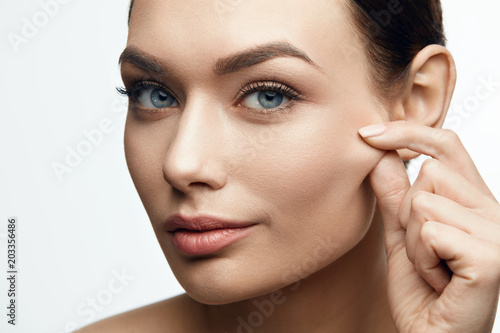 Fotografía  Healthy Skin. Beautiful Woman With Beauty Face.
