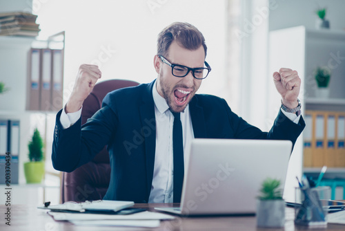 Fotografiet  Portrait of excited mad shouting yelling delightful excited amazed astonished ch
