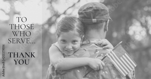 Valokuva memorial day message with soldier and daughter holding american