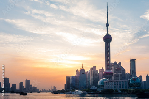 Tuinposter Shanghai Bund Sunrise April 16 2018 in Shanghai China