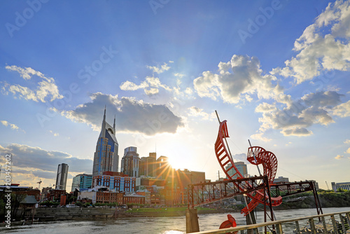 Photo  Nashville, Tennessee, USA downtown skyline on the Cumberland River
