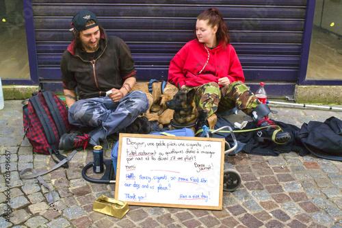 Fotografía  Jeunes sans domicile fixe et leur chien