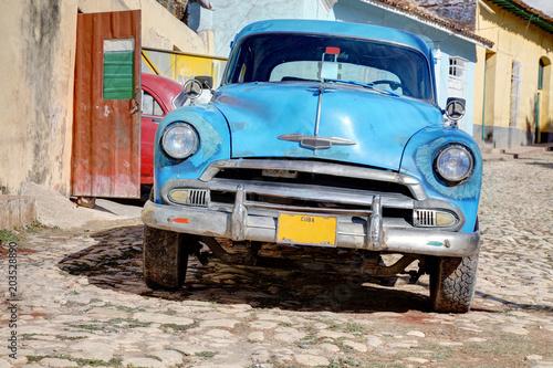 Deurstickers Cubaanse oldtimers Classic old car in Trinidad