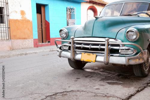 Deurstickers Cubaanse oldtimers Vintage Car in Trinidad, Cuba