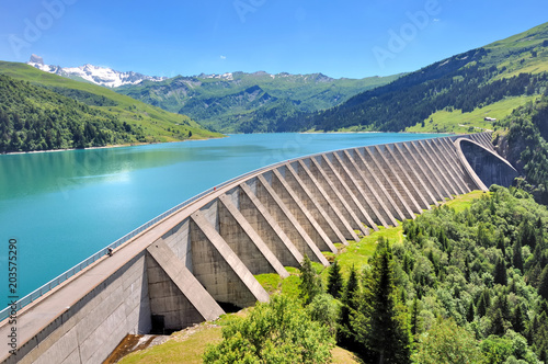 Fotomural lake and concrete  foothill of a  dam in mountain