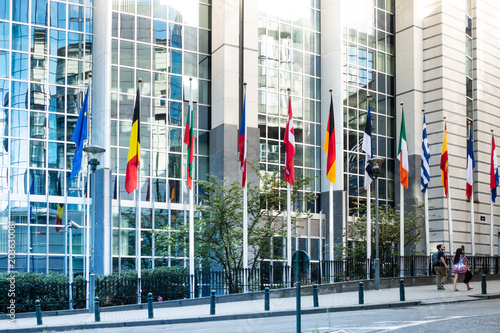 Foto  BRUSSELS, BELGIUM - August 5, 2017 : Exterior of the building of the European Parliament in Brussels, Belgium