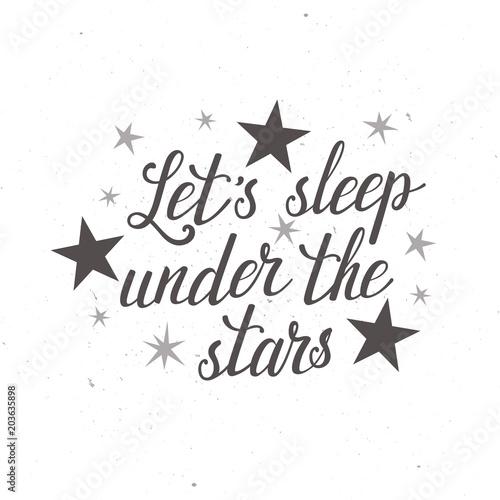 """Tło z ręcznie napisanym tekstem """"śpimy pod gwiazdami"""""""