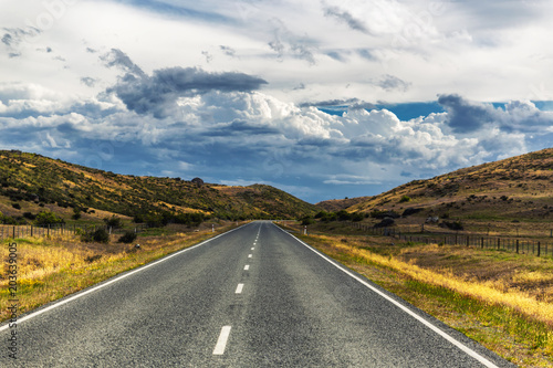 Papiers peints Route 66 Road in the countryside of Otago, New Zealand