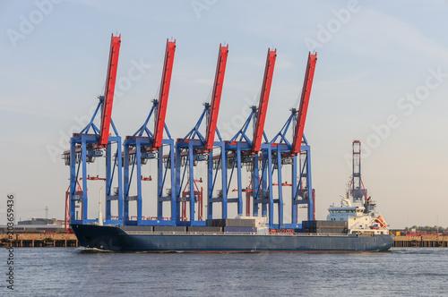Poster Poort Containerterminal und Frachtschiff im Hamburger Hafen
