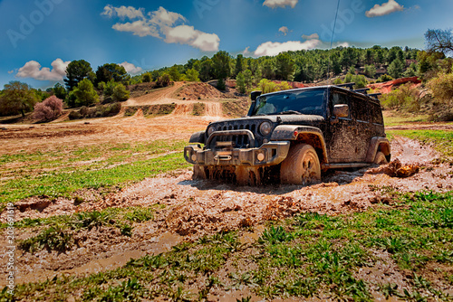 Cadres-photo bureau Motorise Off-road vehicle passing through an area of mud