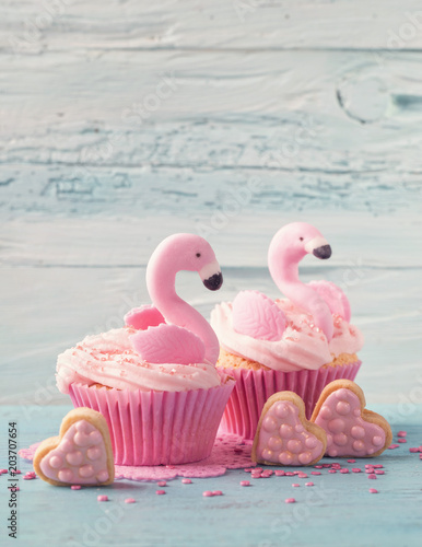 Photo  Flamingo cup cakes