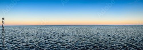 Foto op Plexiglas Zee / Oceaan Panorama of sea waves on the background of dawn