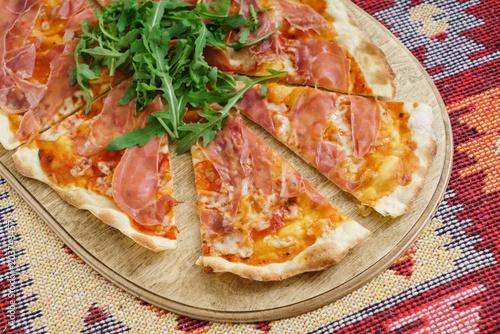 Papiers peints Pays d Afrique pizza with ham and arugula