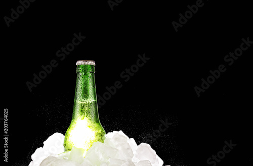 Staande foto Bar alcohol, beer, bottle, cold, ice, refreshment, Copy space