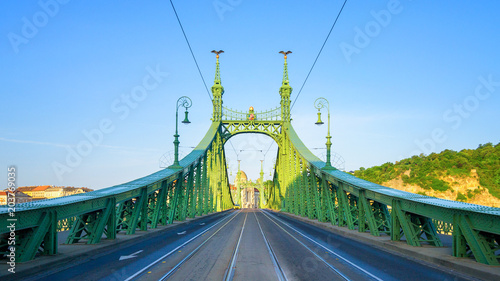 Spoed Foto op Canvas Brug Steel Bridge Budapest near Subway Station Fovam Ter