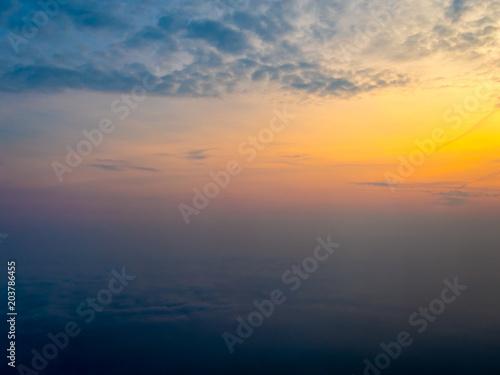 In de dag Ochtendgloren Sunrise from the air