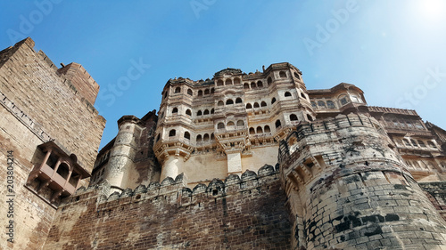 La pose en embrasure Fortification Mehrangarh fort at Jodhpur, Rajasthan, India. An UNESCO World heritage.