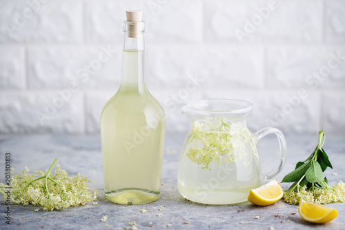 Homemade elderflower cordial with fresh elderflowers