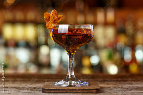 Fotografia cocktail with whiskey and sherry