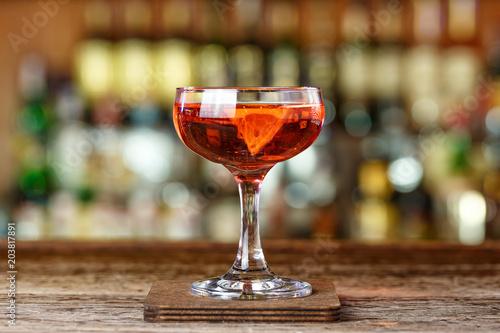 Foto op Plexiglas Bar Red cocktail on the bar