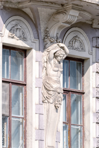 Staande foto Historisch mon. Caryatid. Detail of the facade decoration. St. Petersburg, Russia.