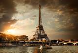 Fototapeta Fototapety z wieżą Eiffla - Clouds over Paris