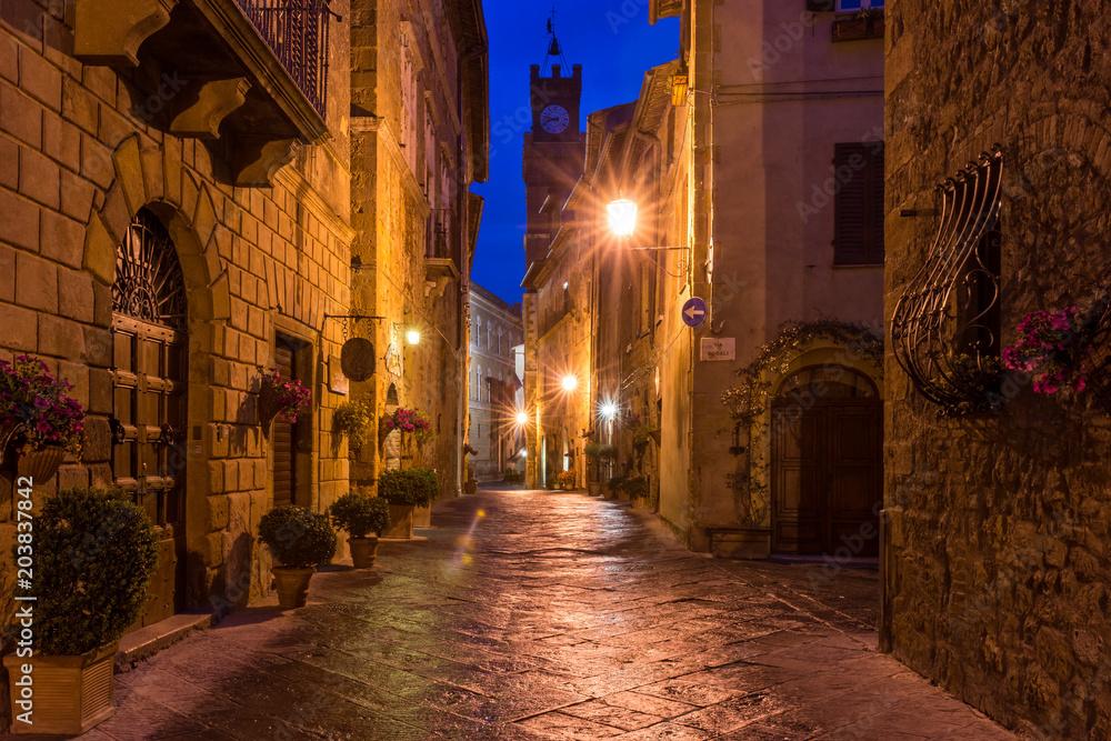 Fototapety, obrazy: Piękna aleja w miasteczku Pienza, Historyczne miasto, Toskania, Włochy
