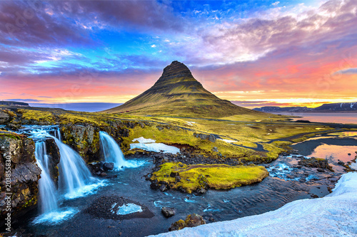 Obraz Kirkjufell at sunrise in Iceland. Beautiful landscape. - fototapety do salonu