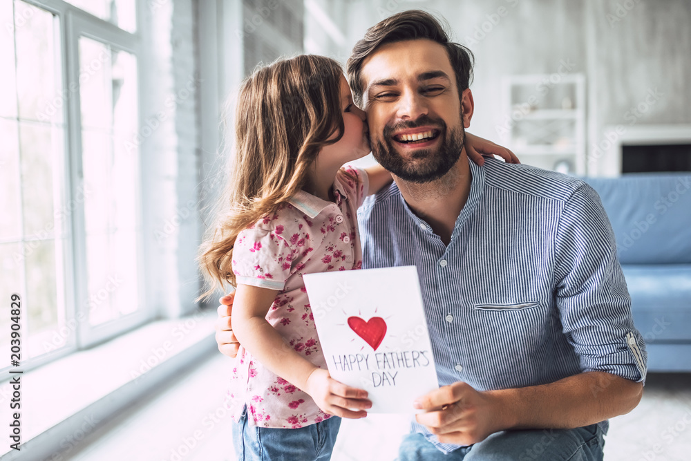 Fototapety, obrazy: Dad with daughter at home