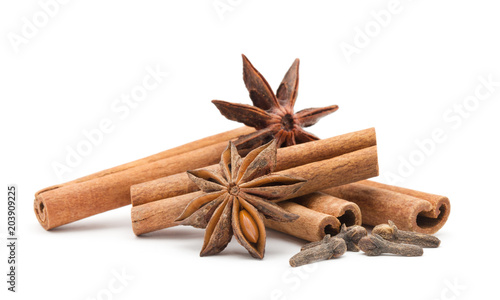 Foto op Plexiglas Kruiden Cloves, anise and cinnamon